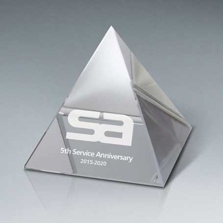 GNS180A - Optic Crystal Pyramid, Small